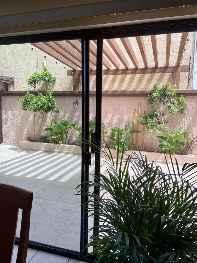27 de 30: Vista del patio desde el comedor