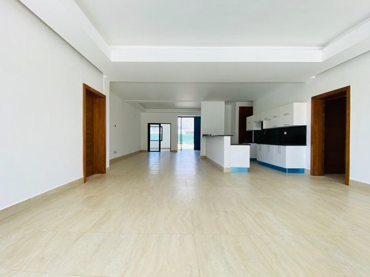 7 de 26: Interior con techos modernos