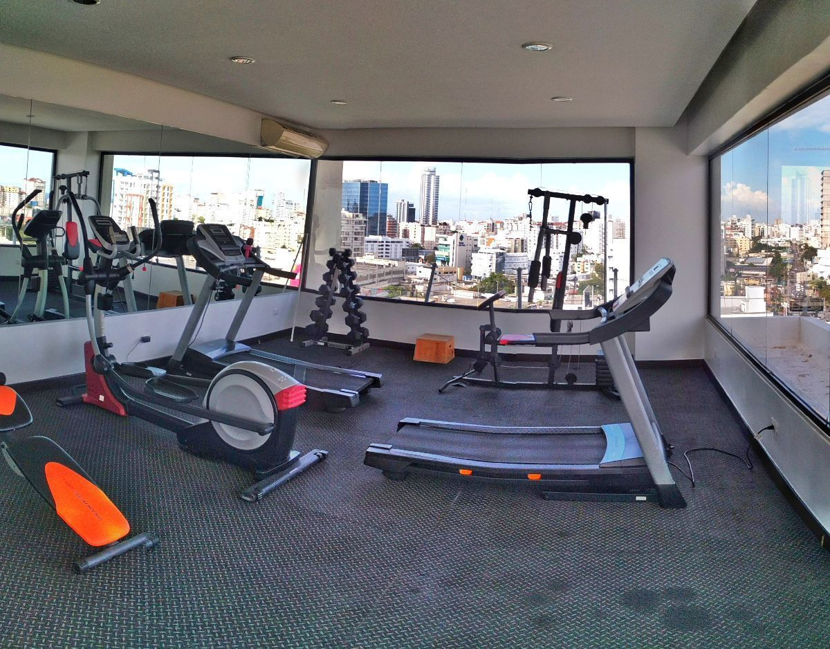 23 de 27: Gym equipado y climatizado con vista panorámica a la ciudad.