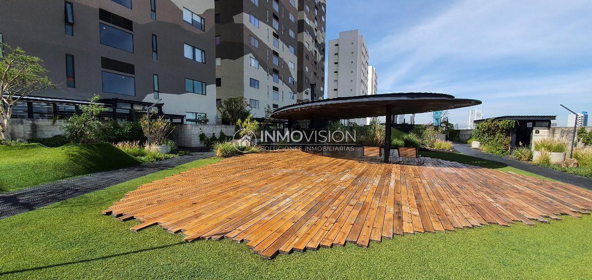 5 de 20: Más de 3,000 m2 de terraza abierta con jardines