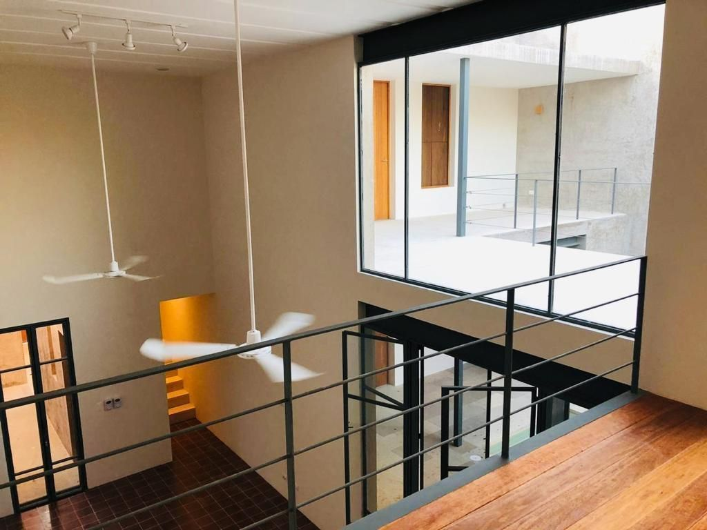 10 de 48: Vista desde el tapanco hacía sala,comedor y acceso principal