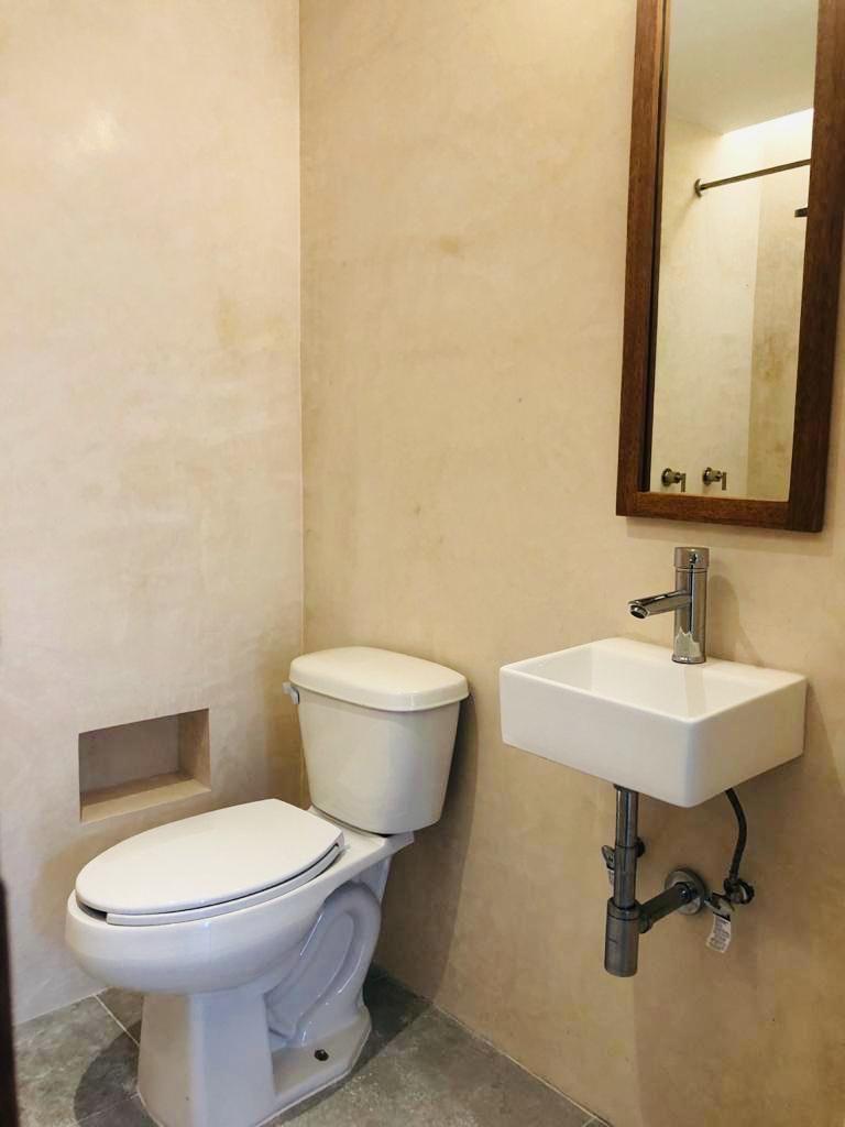 48 de 48: Baño del cuarto de lavado.