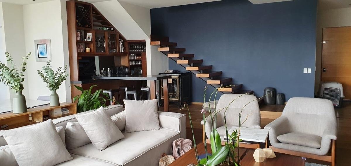 2 de 33: Escaleras al 2do piso