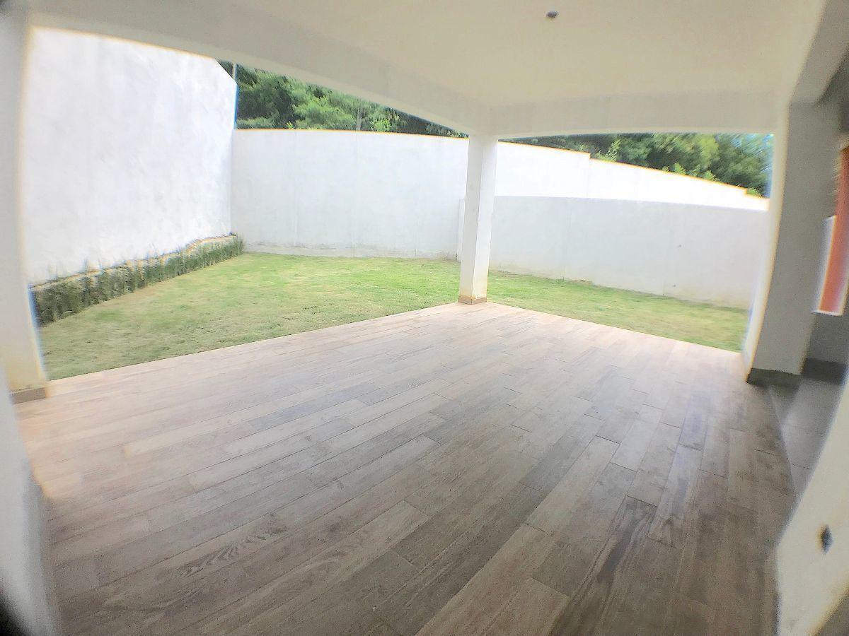 14 de 14: Terraza fisica y patio