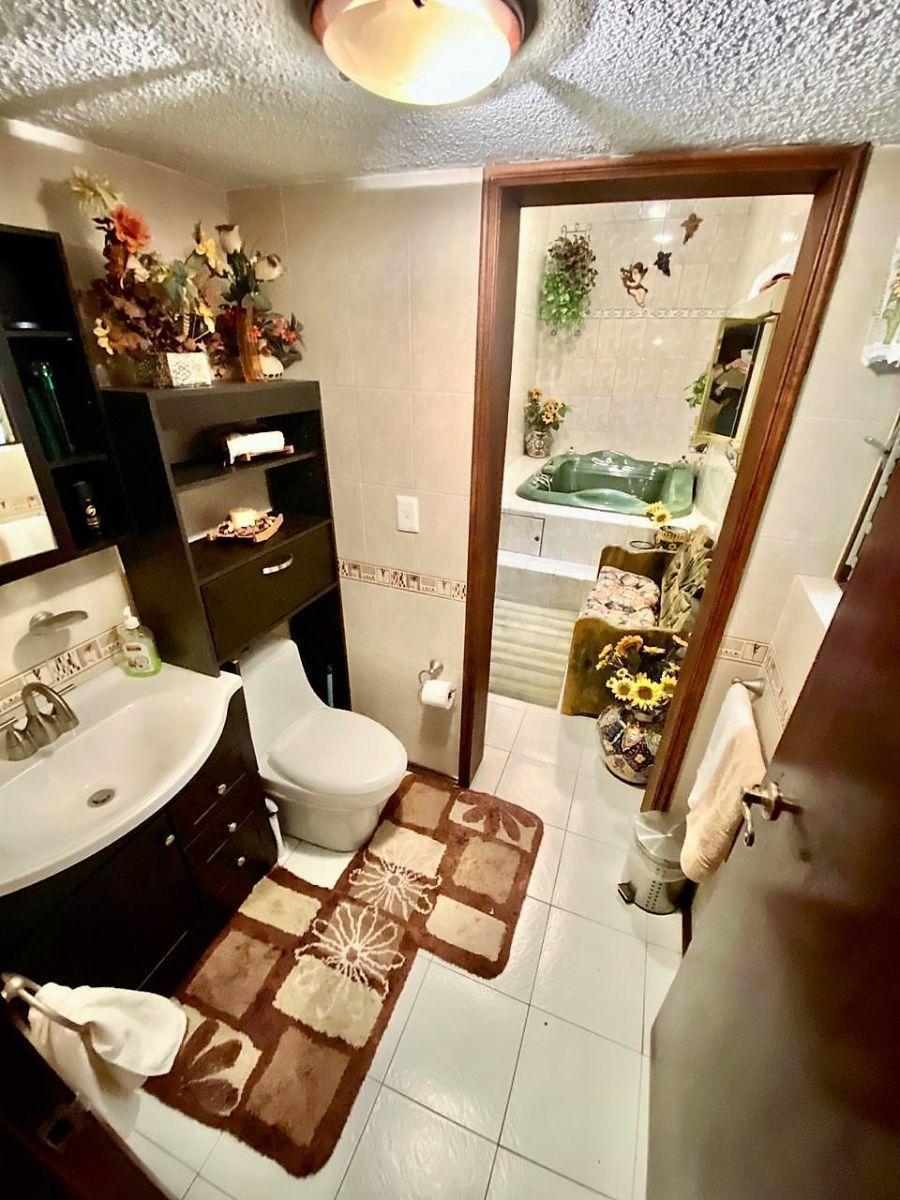 21 de 26: Baño de visitas