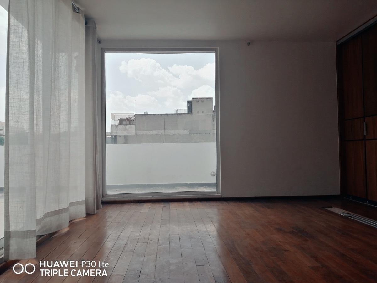 13 of 23: Segundo piso, Rec. Principal con vistas a terraza