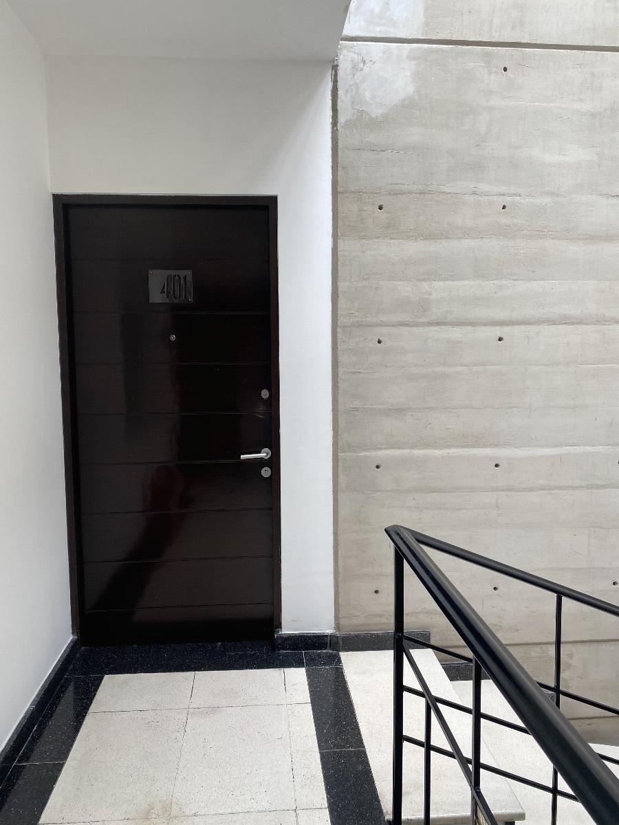 4 of 23: Entrada Depa piso 3 SIN elevador. PB es piso 0