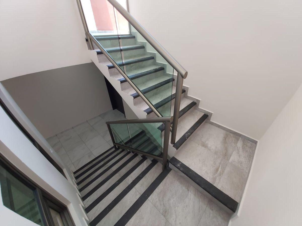 7 de 19: Cubo de escaleras