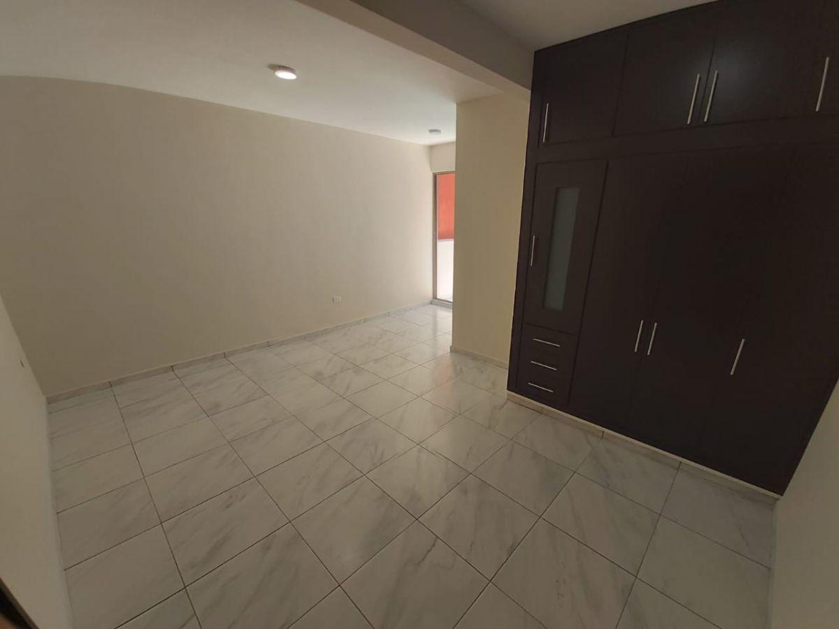 10 de 19: Habitación con closet