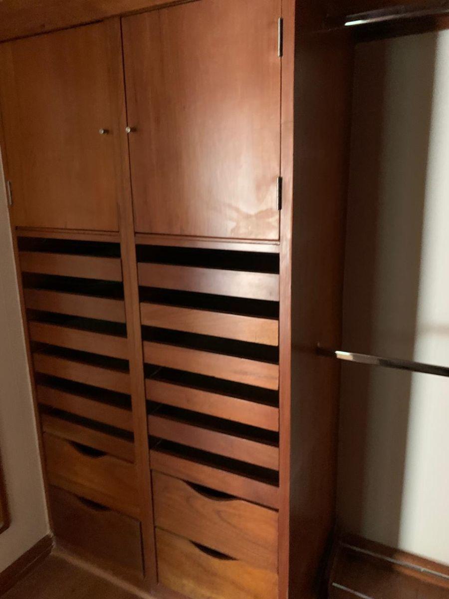 10 de 15: Vestidores de madera natural