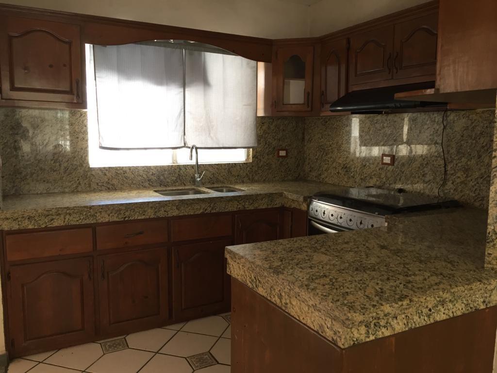 5 de 12:  Cocina con cubierta de granito