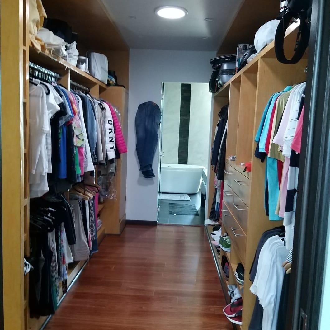 20 de 25: walk in closet