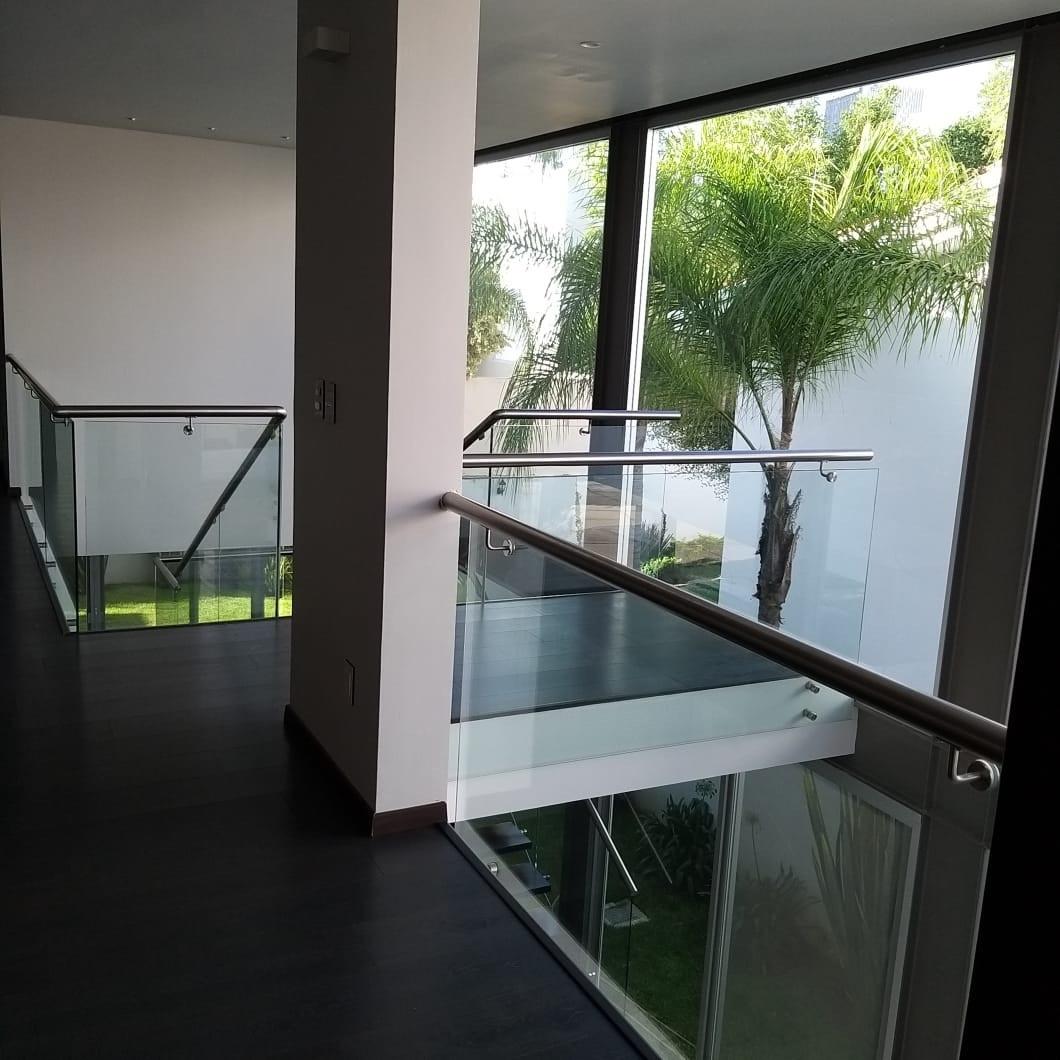 21 de 25: área de escalera y distribuidor en segunda planta