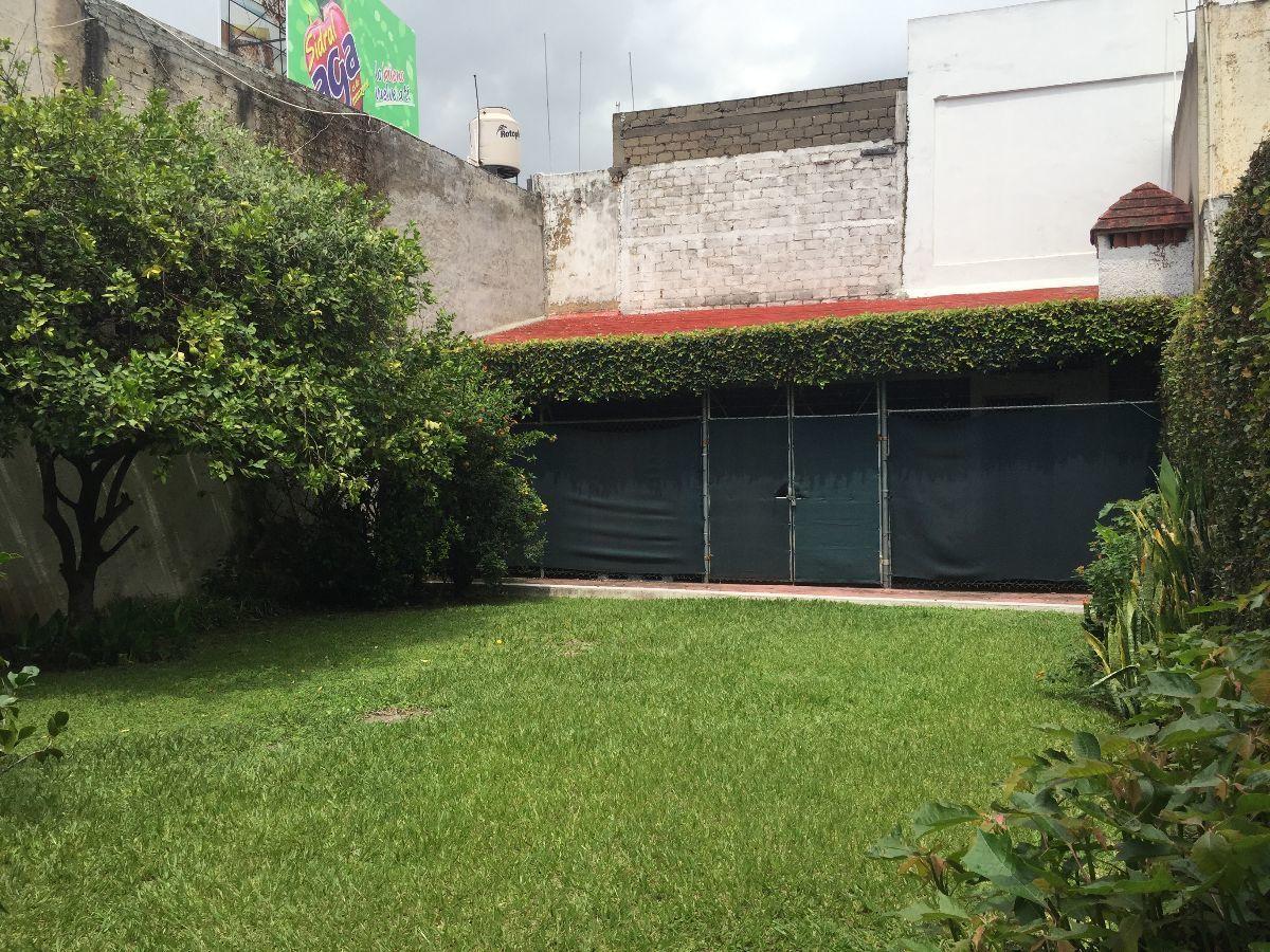 9 de 25: amplio jardín con terraza