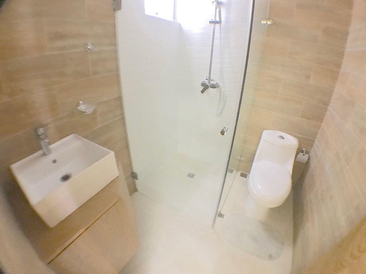 9 de 18: Baño de visita
