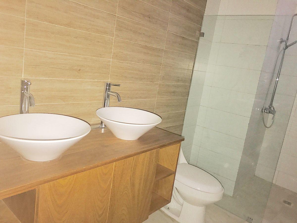 12 de 18: Baño habitación principal