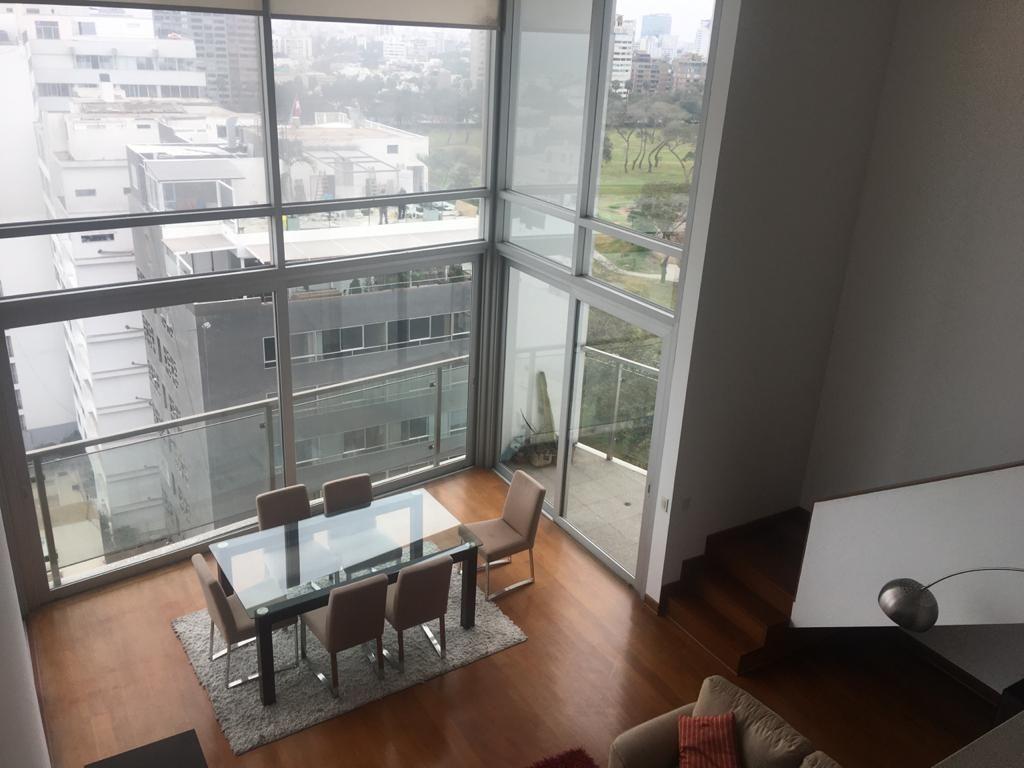 1 de 13: Vista de la zona social desde el altillo o sala de estar