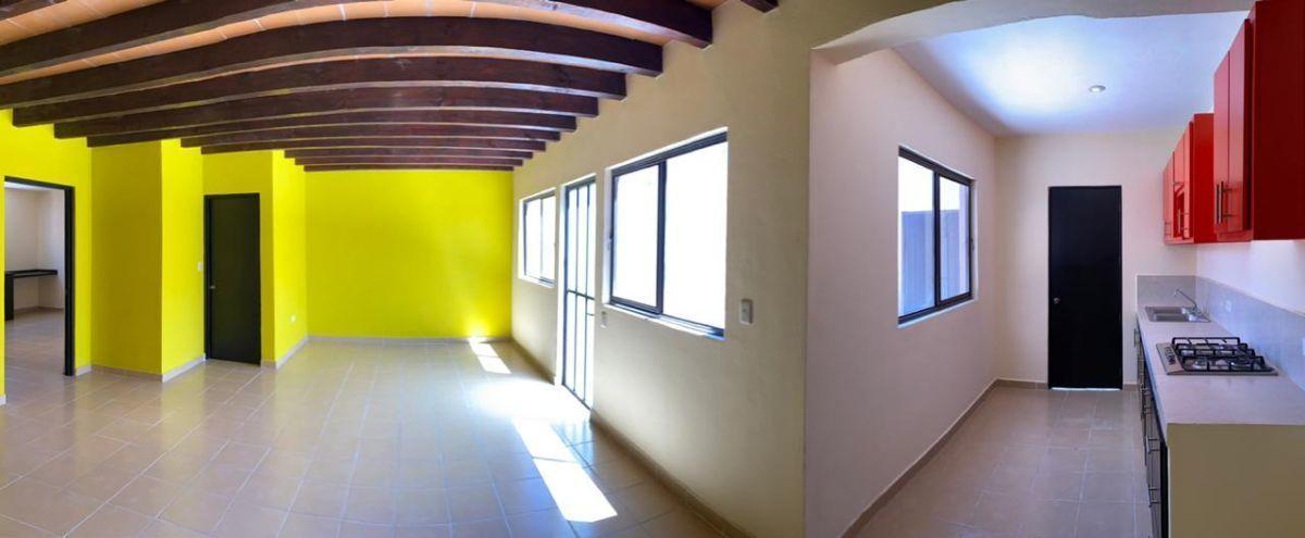 4 of 25: Vista interior. Casa