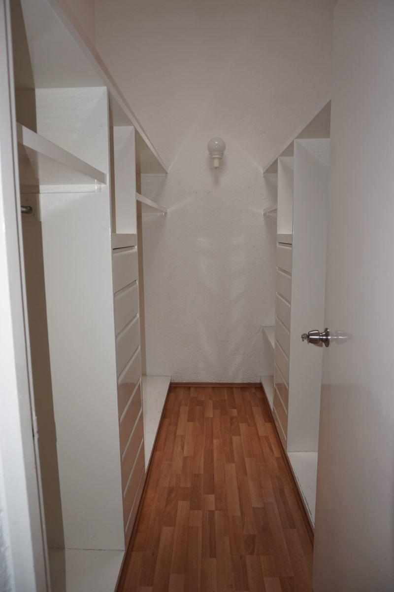 8 de 32: Walking closet