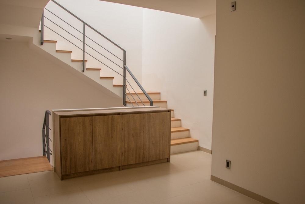 11 de 17: Almacenamiento extra en escalera