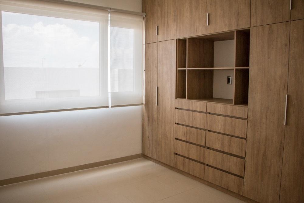 12 de 17: Recámara secundaria con closet