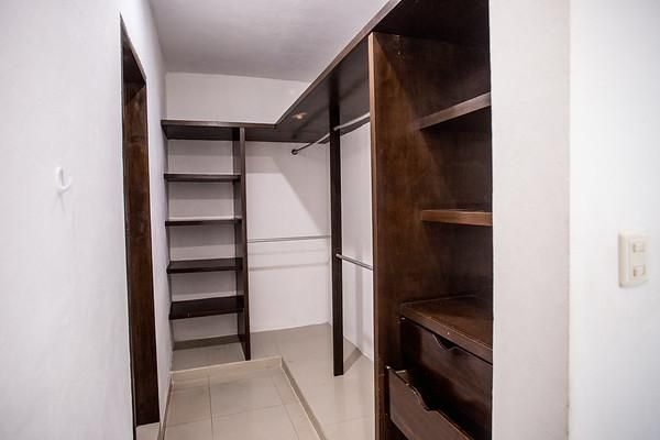 2 de 26: Closet habitacion principal