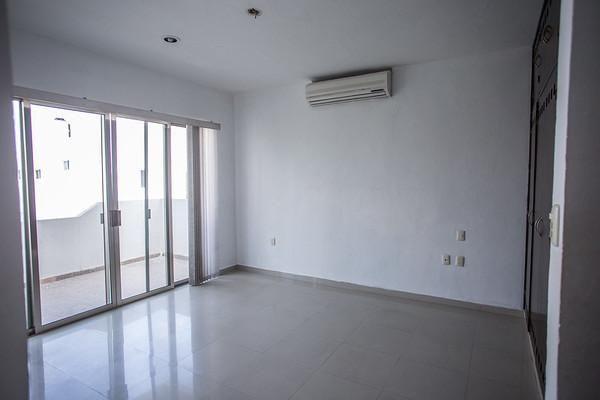 5 de 26: Habitacion principal con balcon