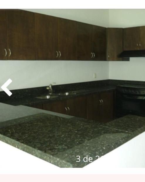 23 de 26: Cocina con concepto abierto con sala y comedor