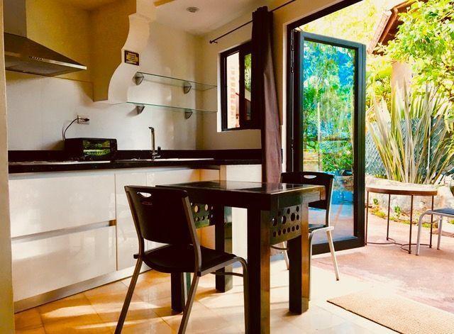 4 de 8: Cocina y acceso al Jardin