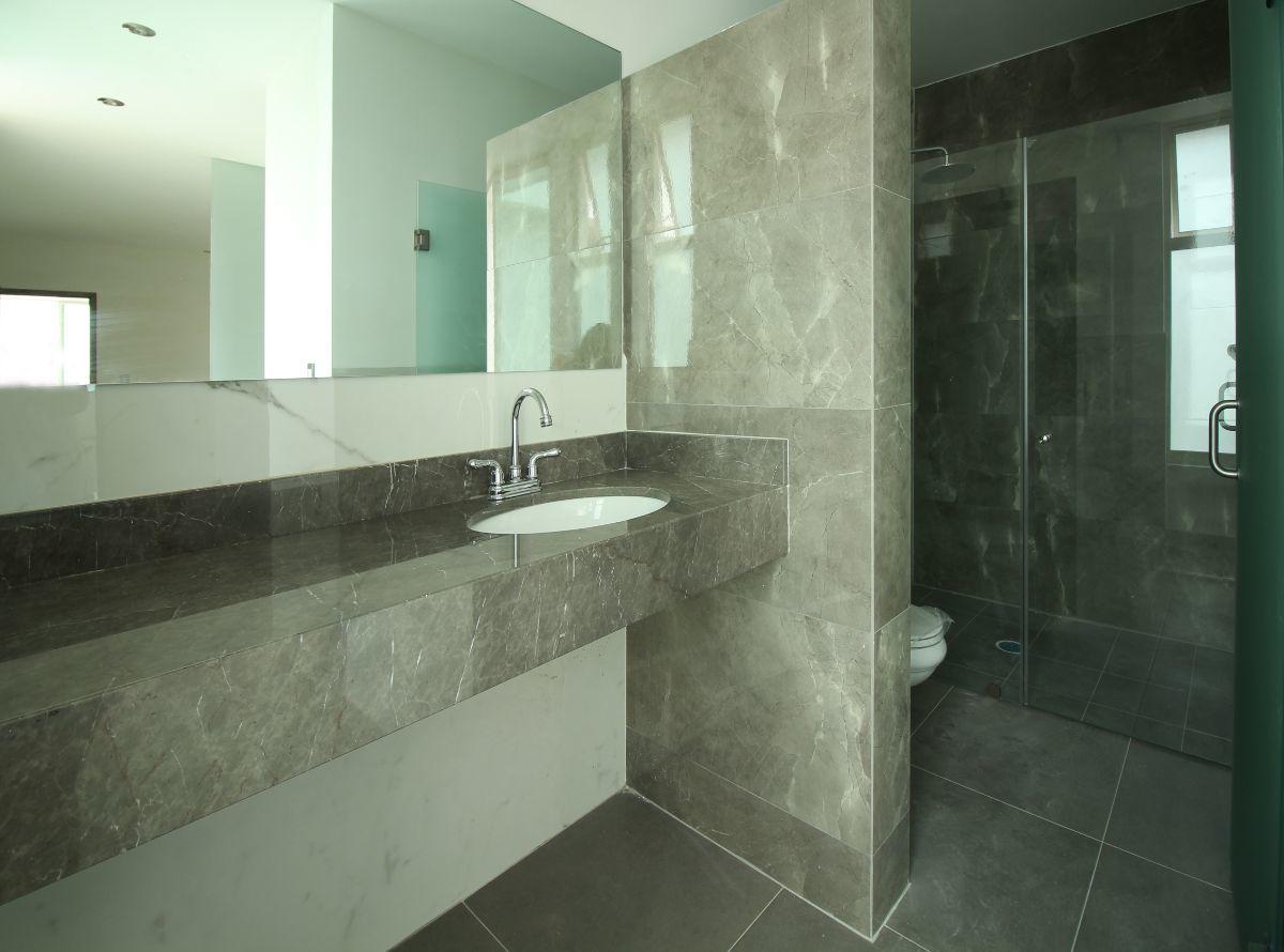 16 de 25: Baño cuarto principal