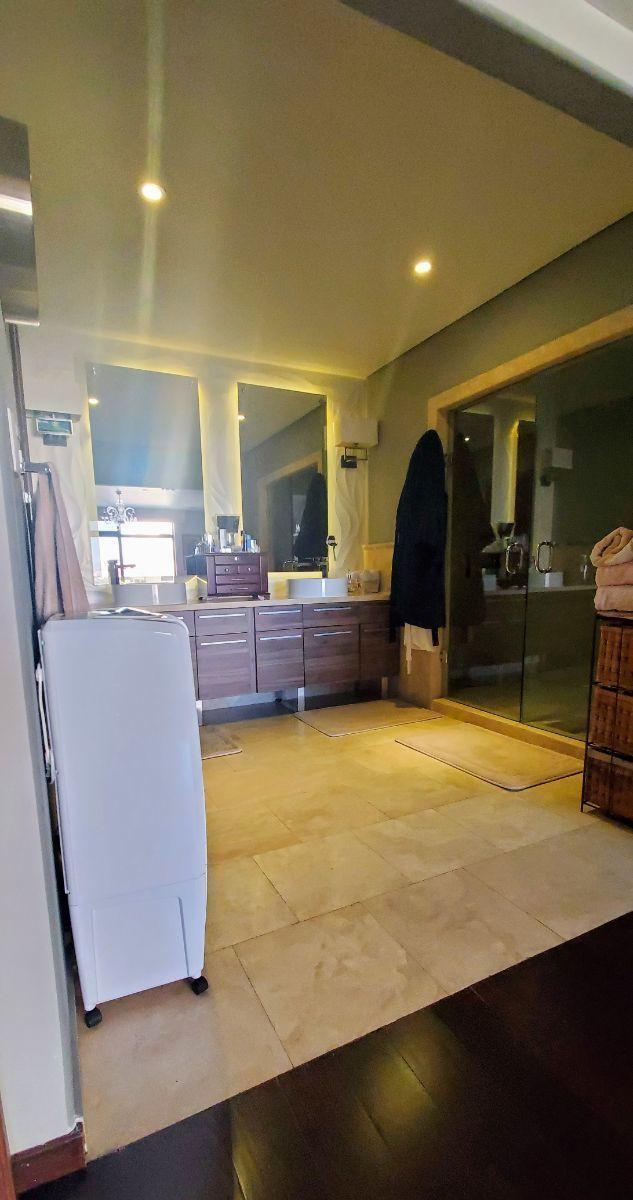 19 de 30: Baño completo recámara principal