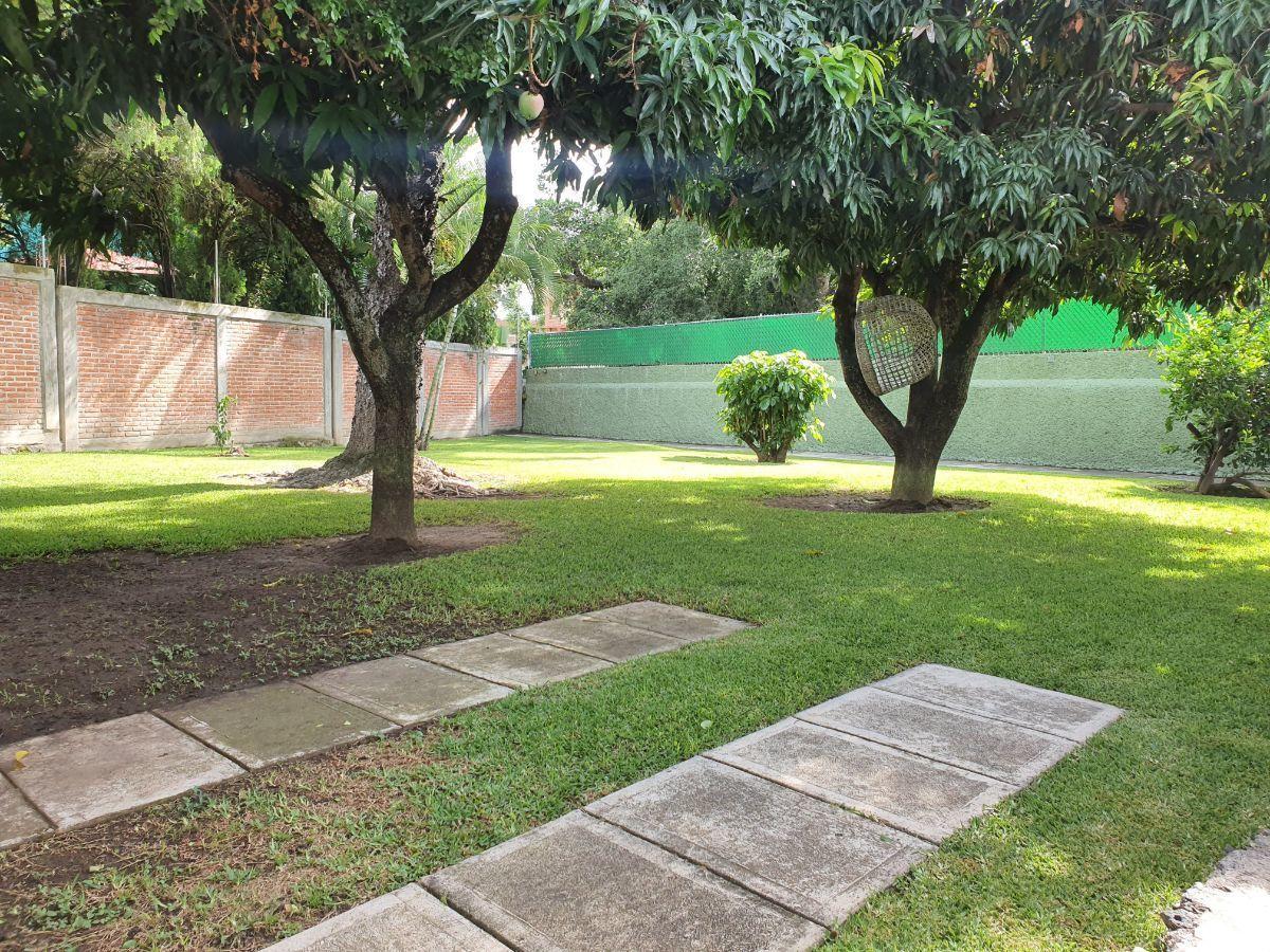 5 de 22: Estacionamiento privado en Jardín