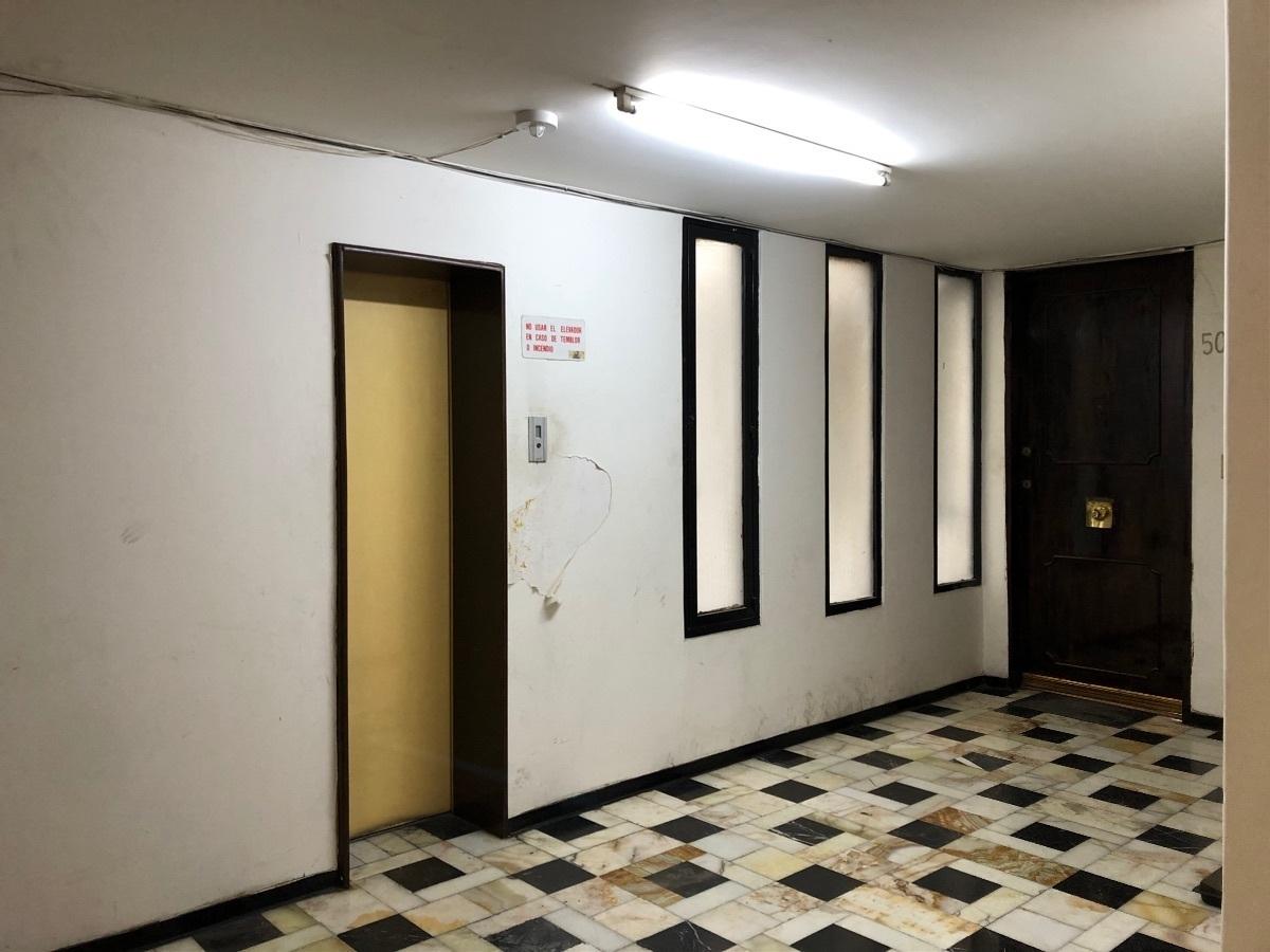 16 de 22: Elevador y piso 5