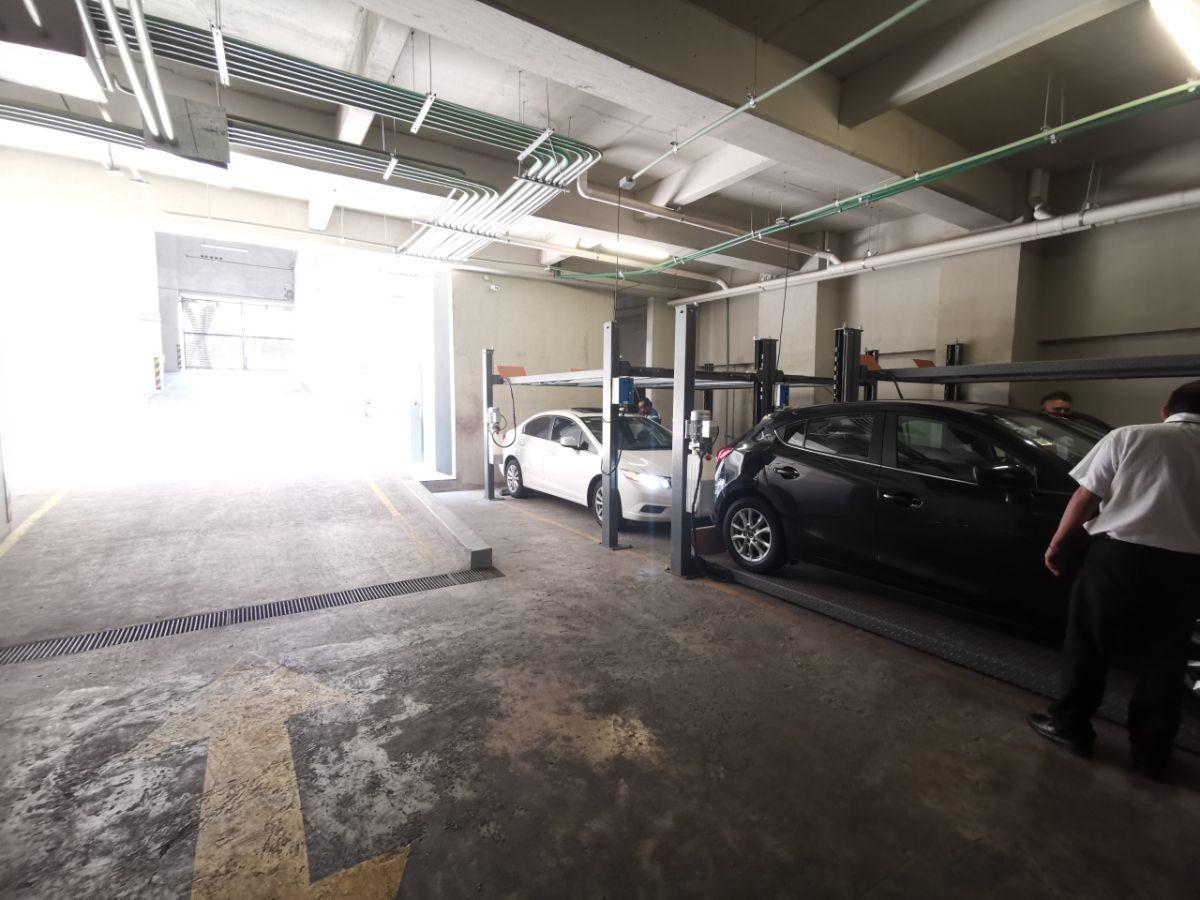 13 de 13: Estacionamiento con valet parking