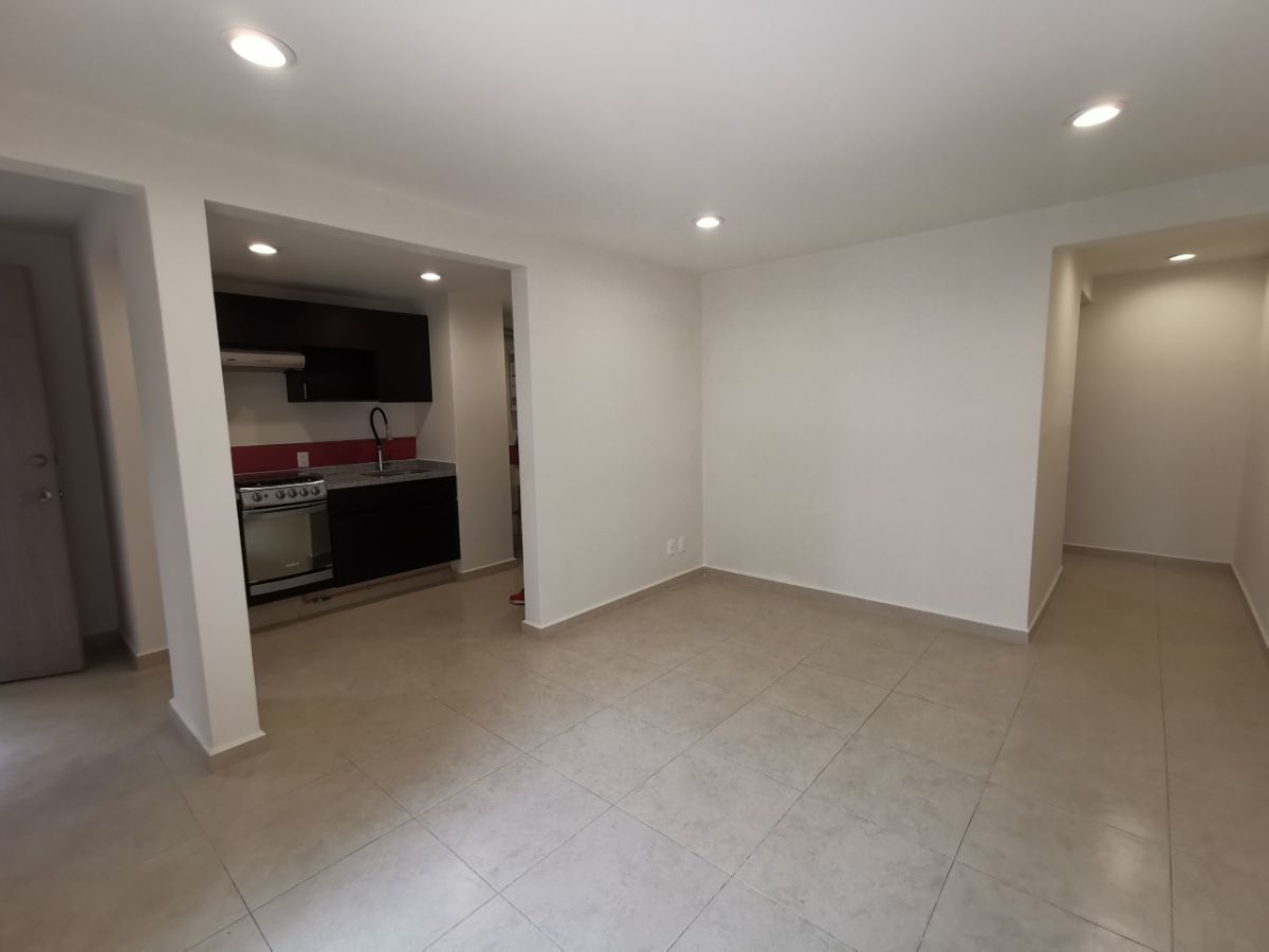 1 de 13: Entrada, cocina, Estancia y pasillo hacia recámaras y baño