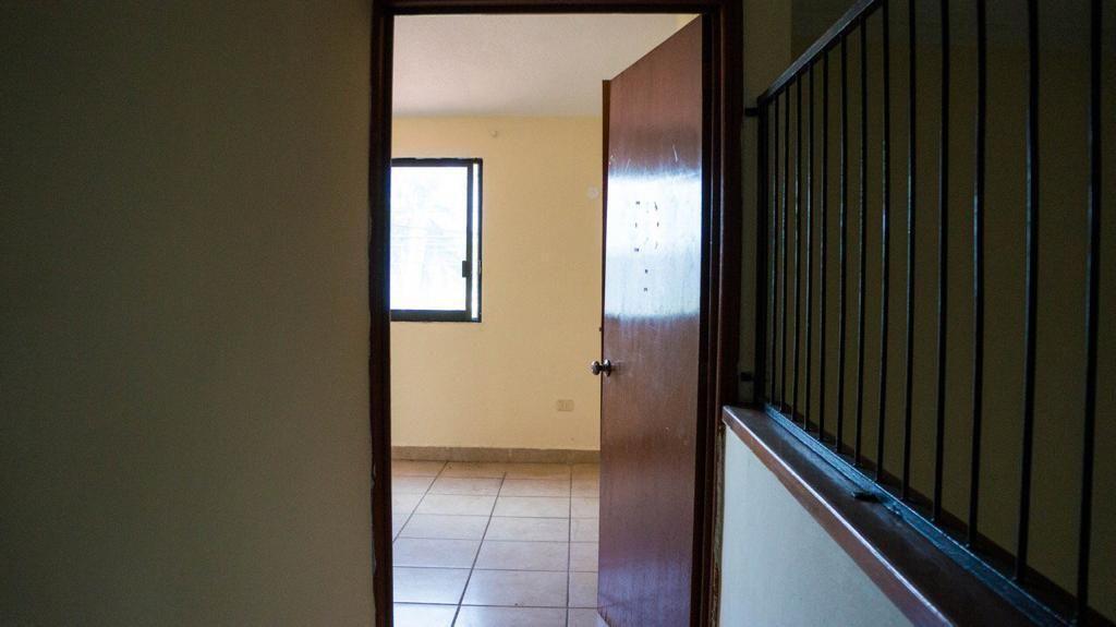 10 de 18: Acceso habitaciones