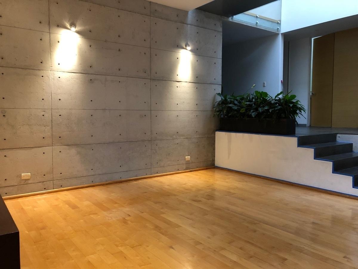 3 de 41: Sala y acceso al comedor