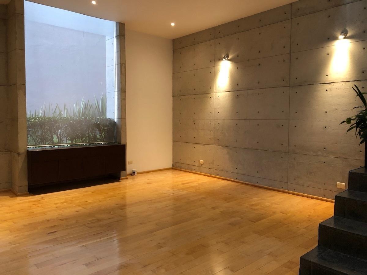 2 de 41: Sala con amplios ventanales