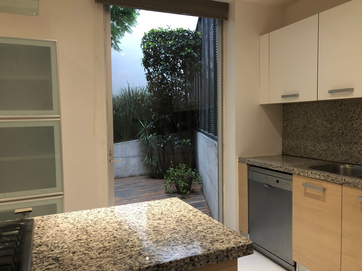 7 de 41: Cocina con acceso a la terraza