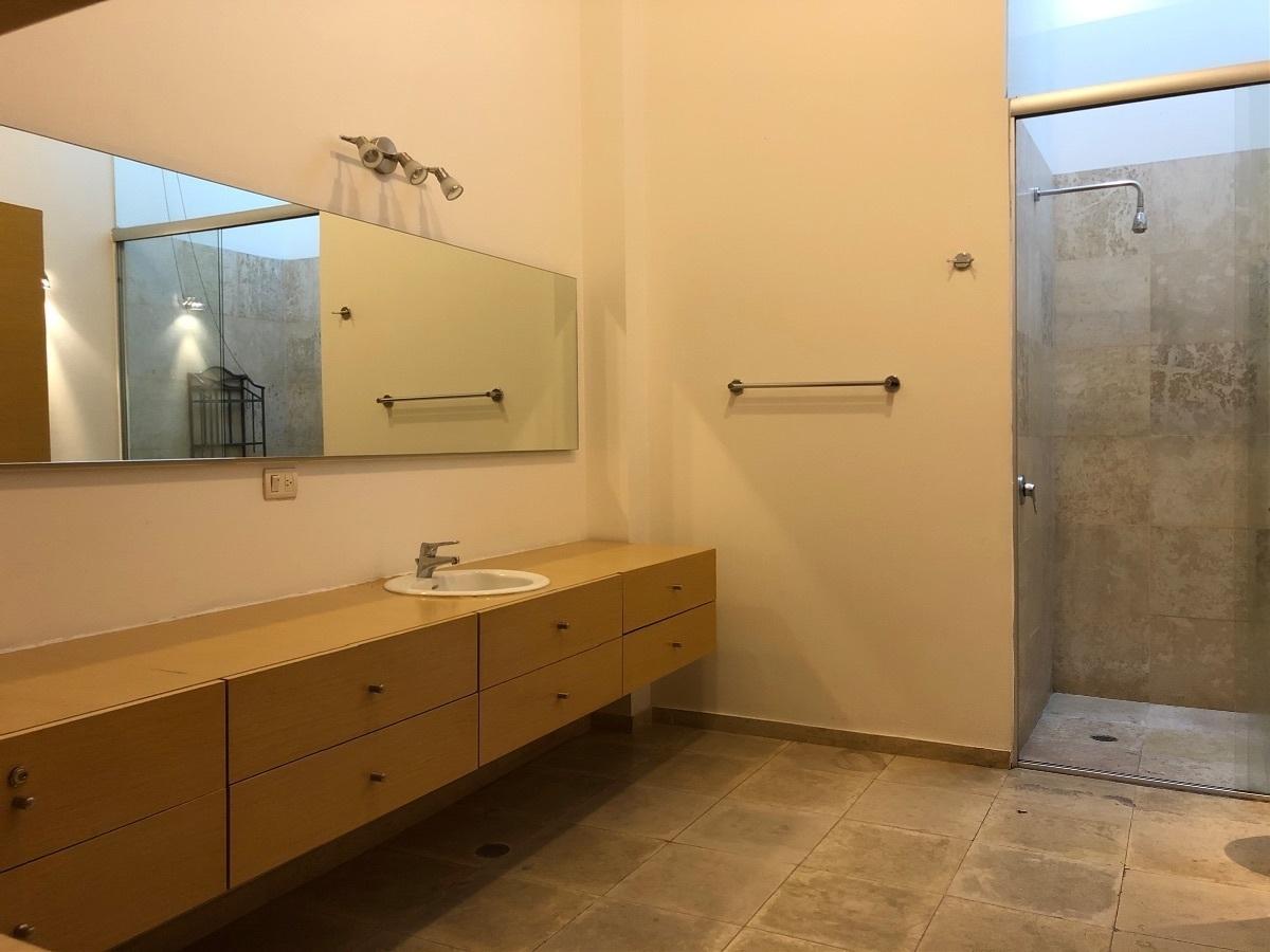 15 de 41: Baño principal