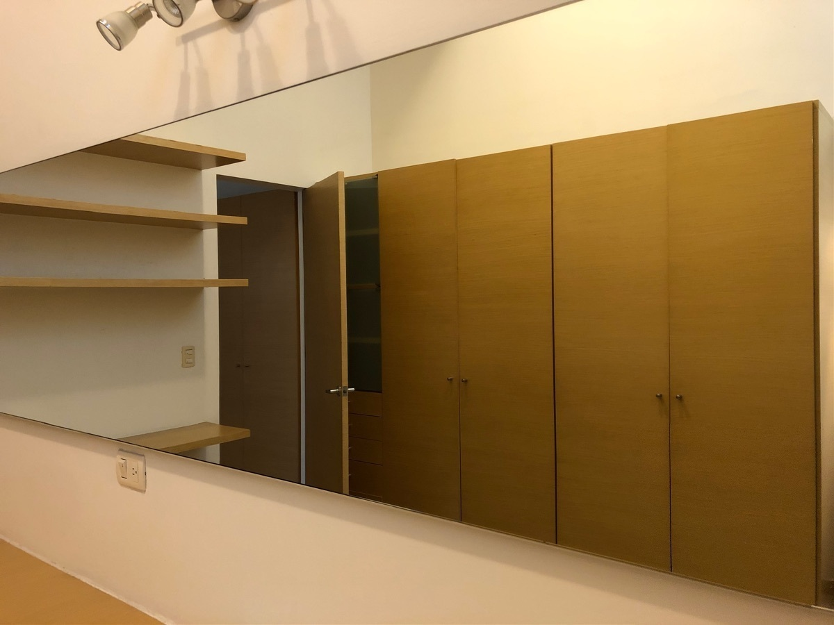 17 de 41: Closets recámara principal