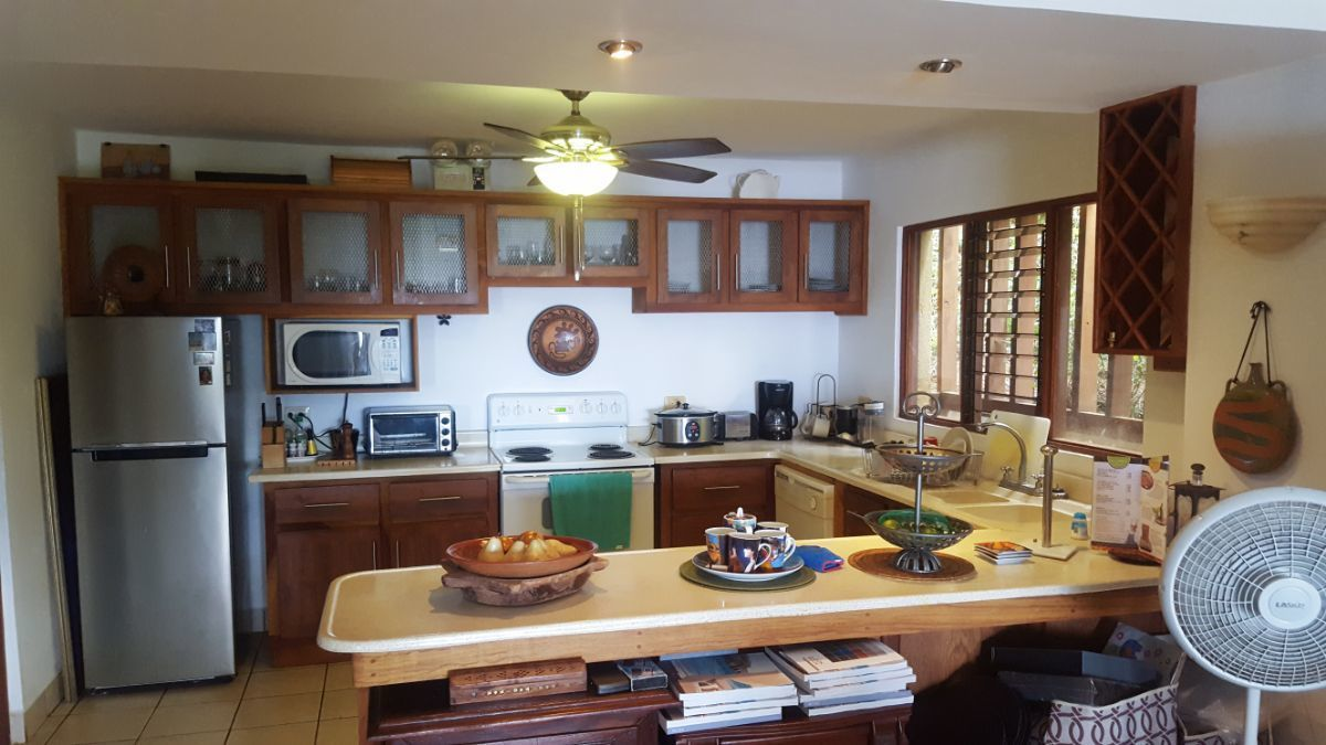 9 of 20: Large Kitchen