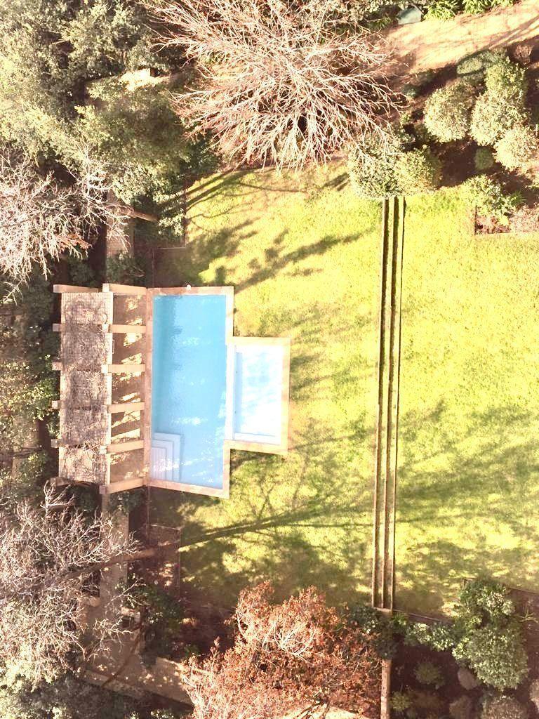 6 de 23: Vista jardines piscina y pérgola