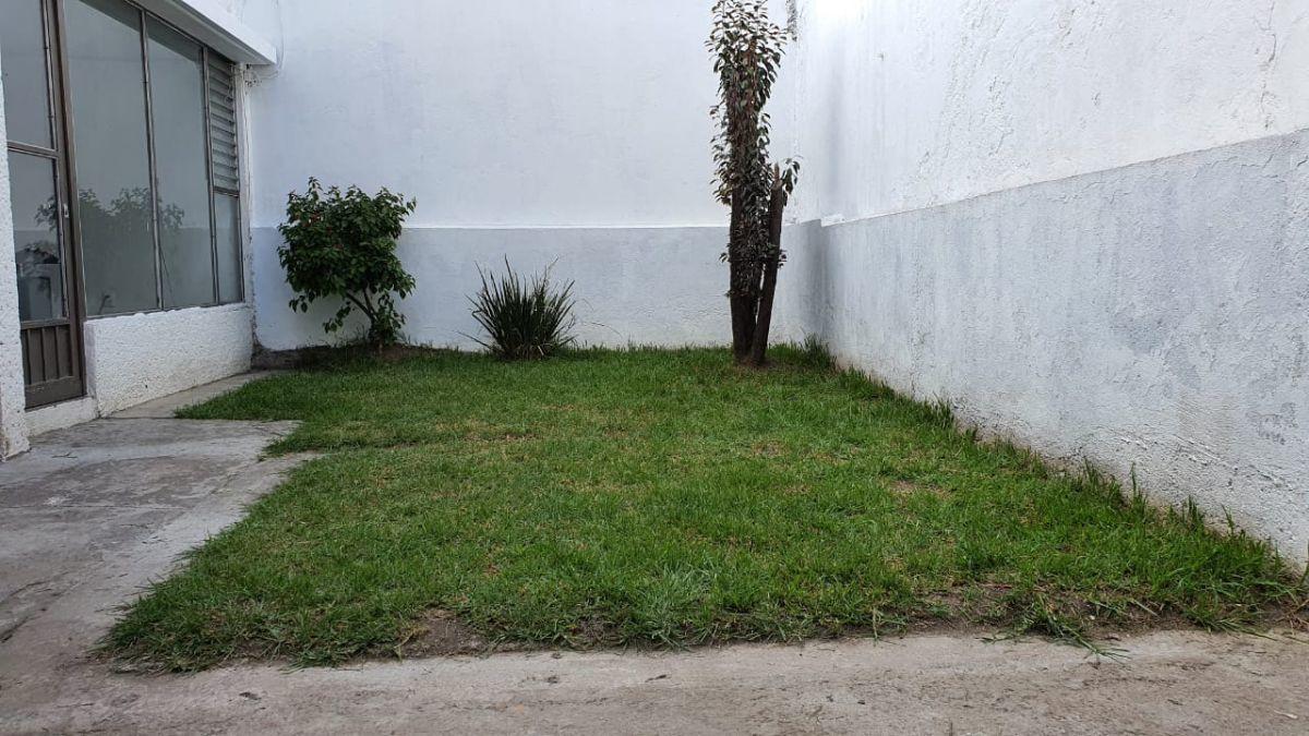 6 de 15: Jardín Trasero