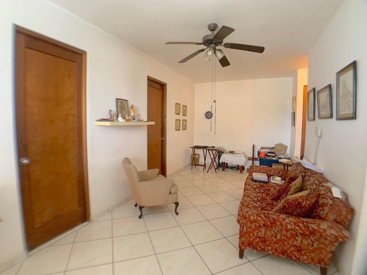 14 de 20: Family Room entre las habitaciones