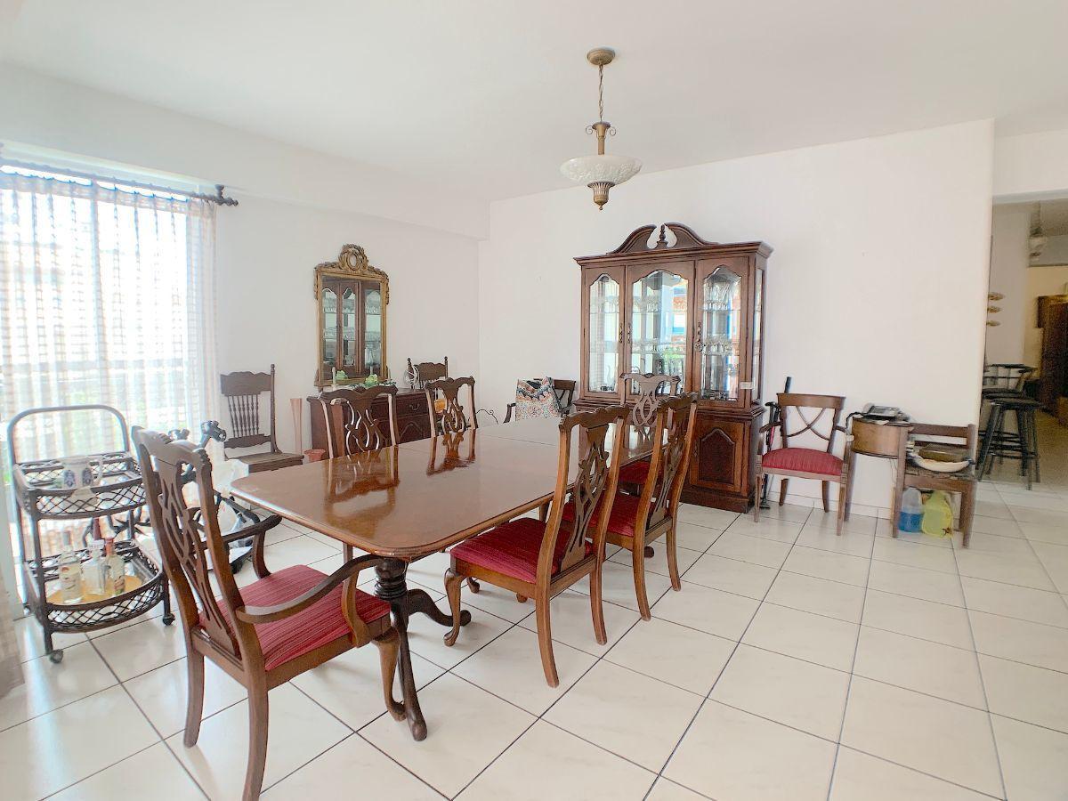 10 de 20: Area de comedor con espacio para mesa de mas de 8 sillas