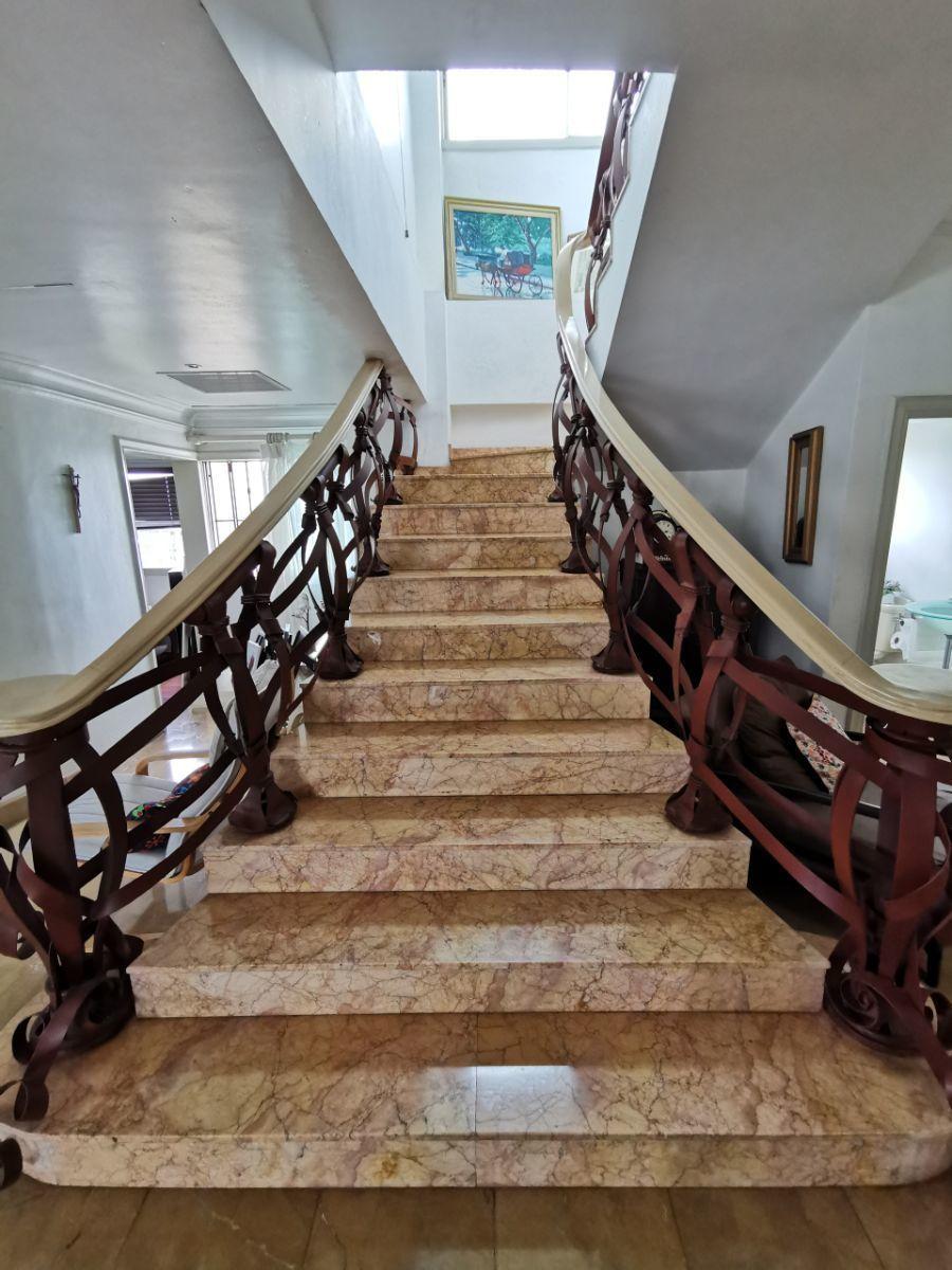 15 de 21: Escalera del 1er al 2ndo nivel