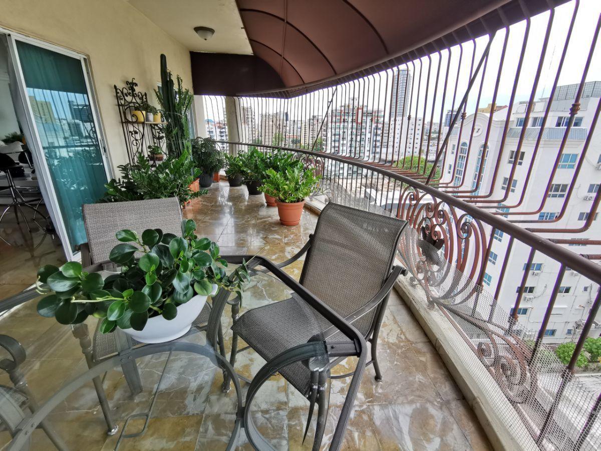 5 de 21: Balcon tipo terraza en 1er nivel