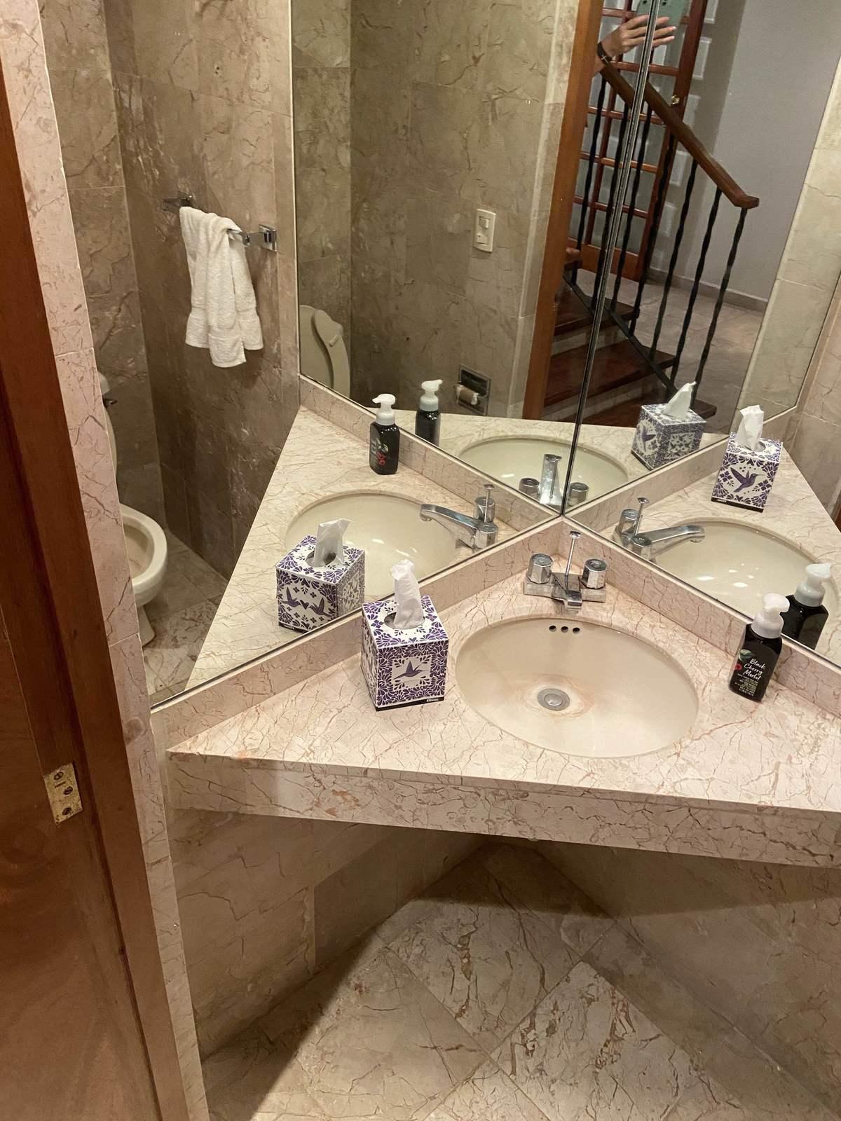 9 de 20: baño de visitas