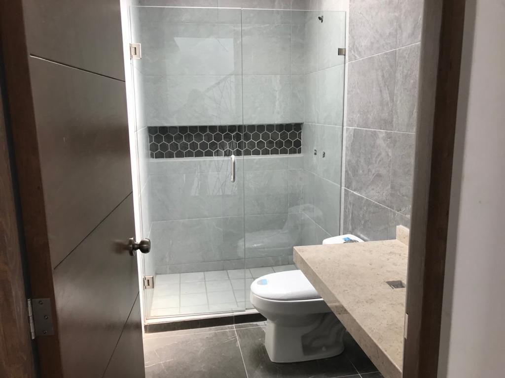 18 de 27: Baño compartido